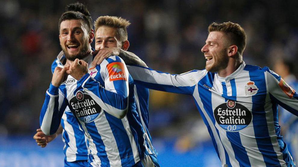 Bóveda celebra el tanto que dio la victoria al Deportivo frente al...