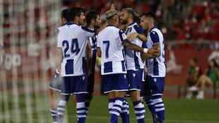 Los jugadores del Levante celebran el tanto de Mayoral en el Trofeo...