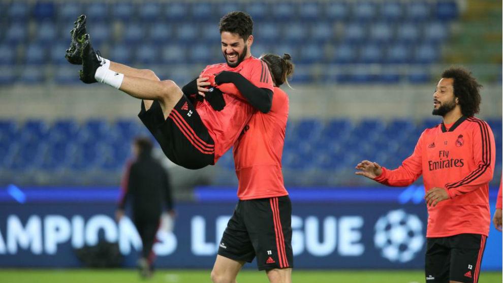 Isco bromea con Bale en el entrenamiento previo al partido ante la...