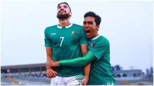 Paolo Yrizar celebrando el gol de México.