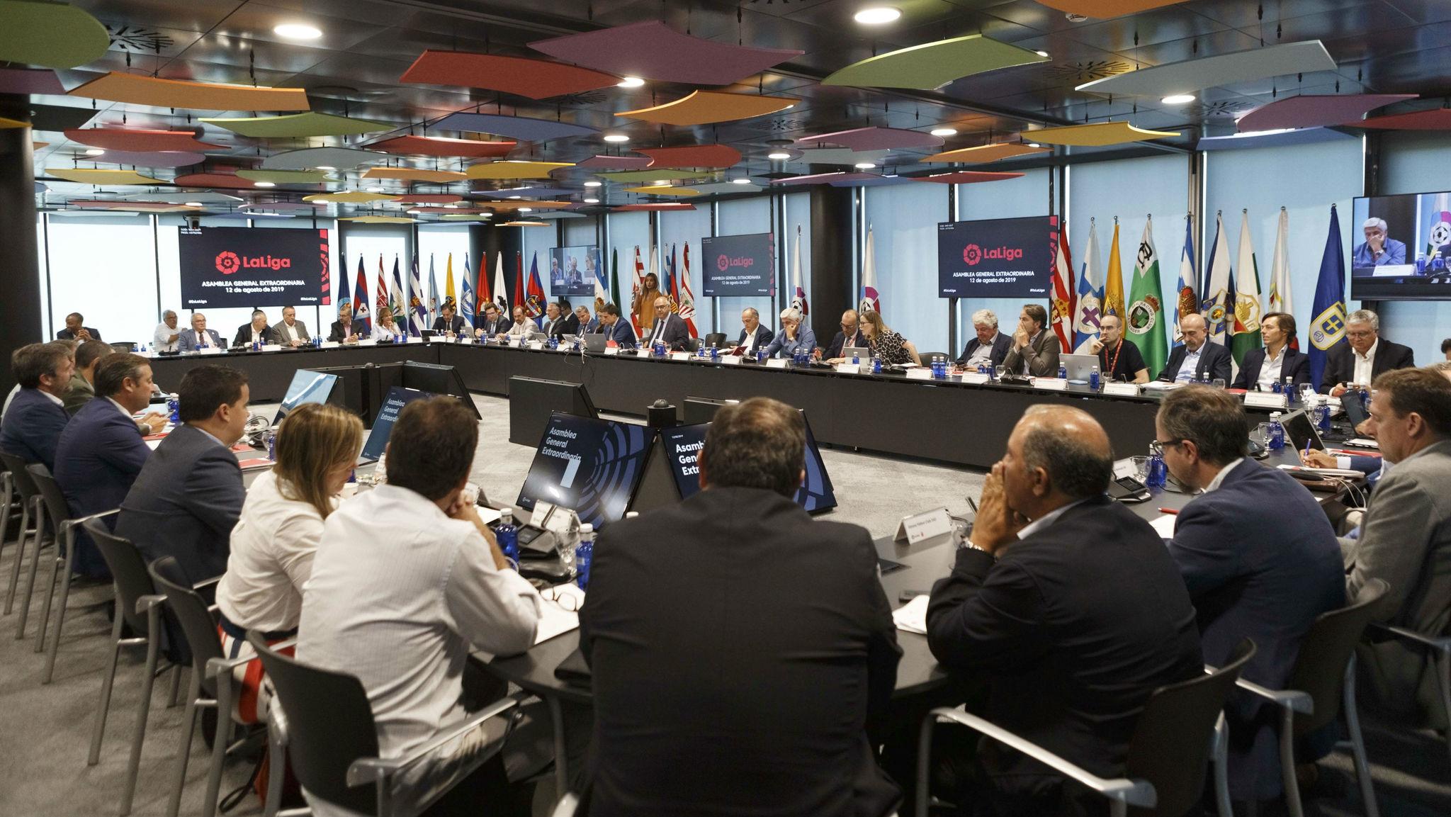 Los clubes profesionales, durante la Asamblea de LaLiga.