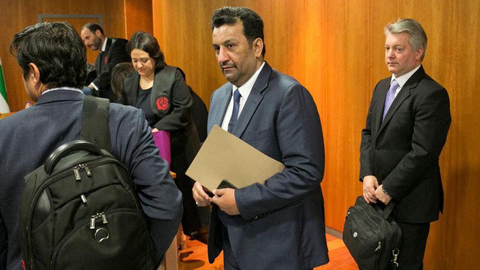 Al Thani y su equipo en el Juzgado de Primera Instancia número 12 de...