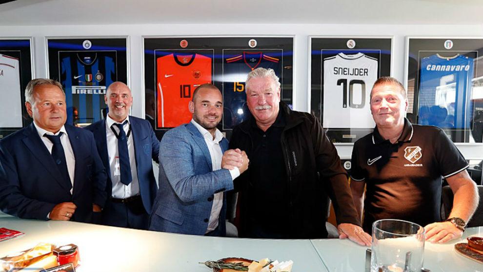 Wesley Sneijder se retira del futbol