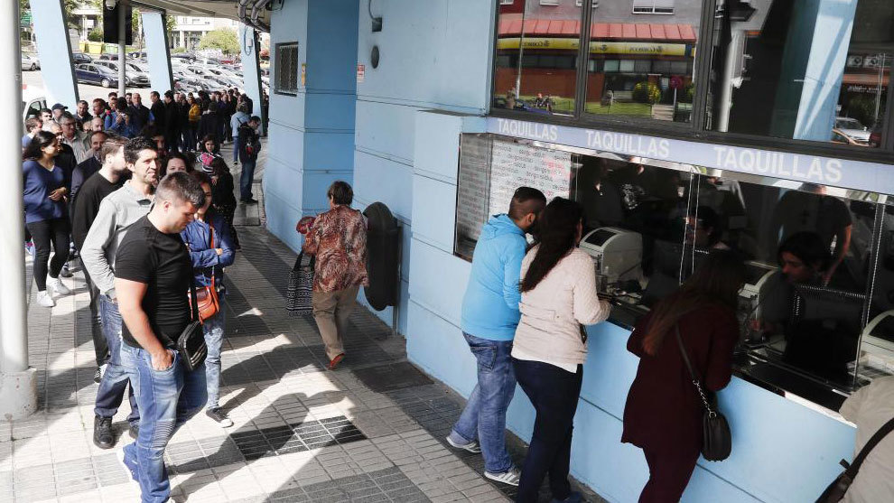 Long queues outside Estadio Balaidos