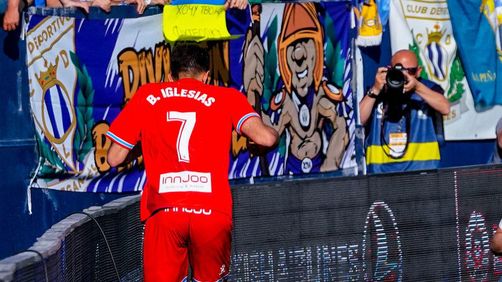 Borja Iglesias celebra un gol en Butarque.