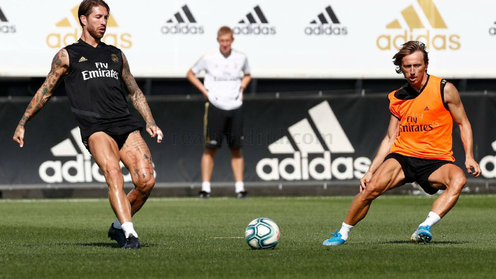 Ramos y Modric, en el entrenamiento de hoy en Valdebebas.