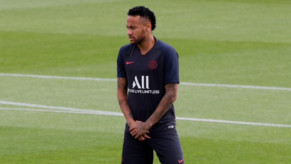 Neymar en el entrenamiento del PSG.