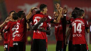 Jugadores celebrando un gol en el amistoso contra el Levante.