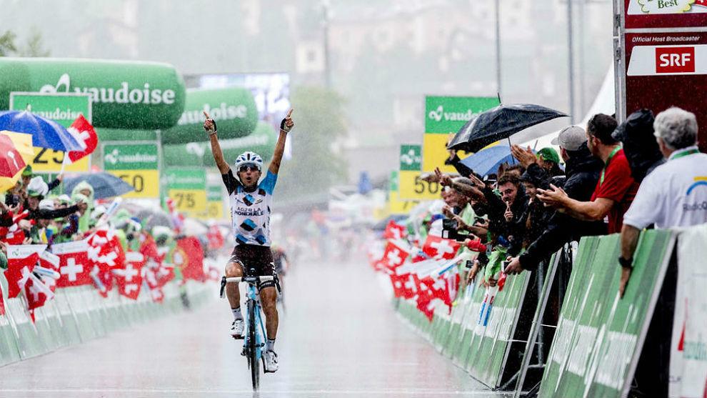 Domenico Pozzovivo celebrando la victoria en la Vuelta a Suiza 2017.