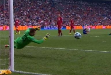 Kepa evita el gol de Salah