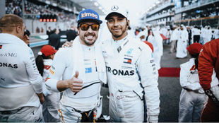 Alonso, con Hamilton en Abu Dabi 2018.