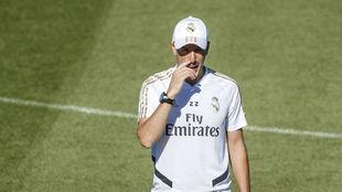 Zidane, durante el entrenamiento de esta mañana en Valdebebas.