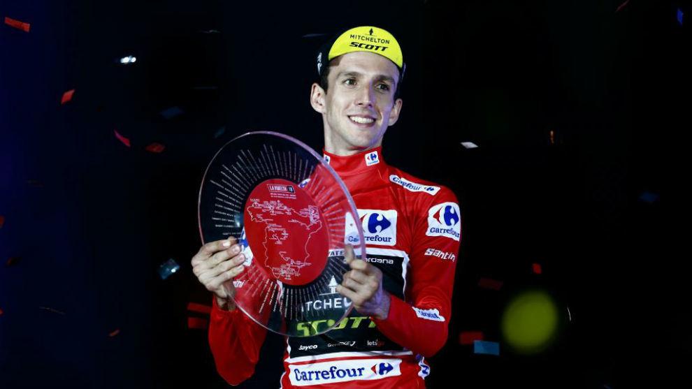 Simon Yates tras ganar la Vuelta a España en 2018.