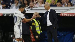 James y Zidane se dan la mano en el Bernabéu.