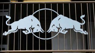 El icónico logo de Red Bull.