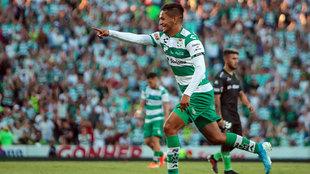 Adrián Lozano fue convocado por el Tata Martino a la selección