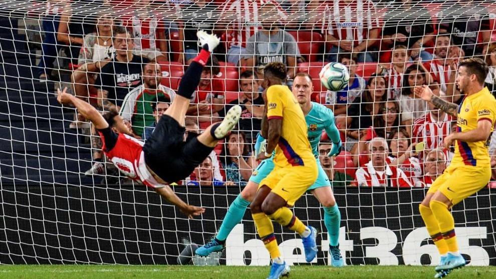 Aduriz marcó el primer gol de esta Liga con este acrobático remate.