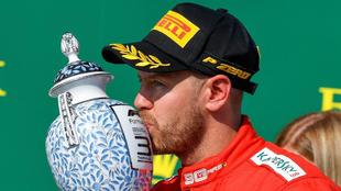 Vettel celebra su tercer puesto en Hungría.