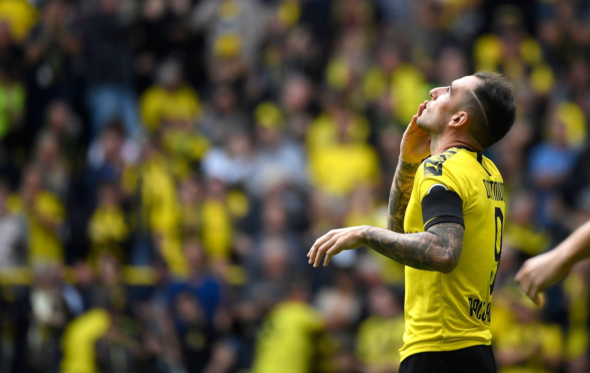 Calendario Bundesliga 2.Borussia Dortmund Vs Augsburgo Alcacer Scores Two Goals And