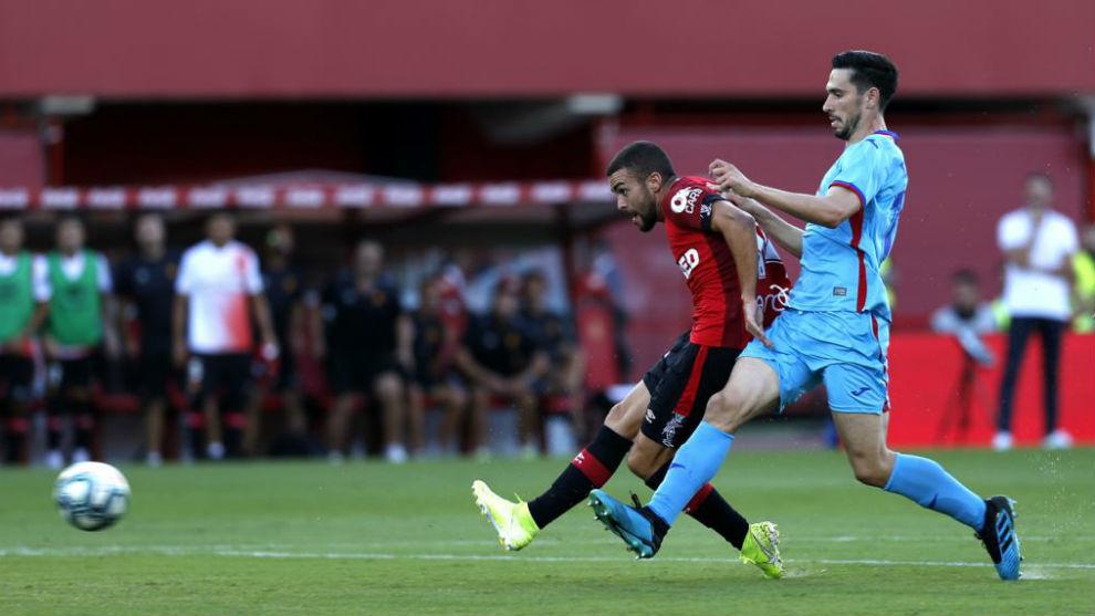 Dani Rodríguez marca el primer gol del partido.