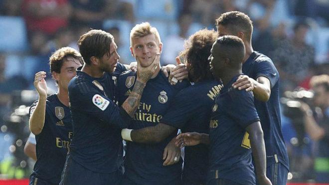 Los jugadores celebran el gol de Kroos.