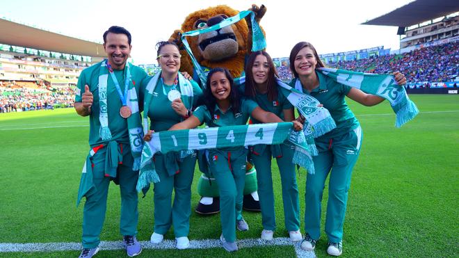 Cinco atletas fueron reconocidos en el Estadio León.