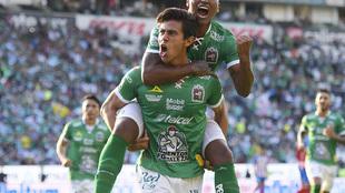 José Juan Macías en festejo de gol