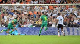 Gol de penalti de Oyarzabal al Valencia.