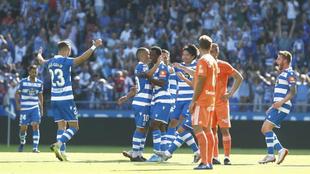 Los jugadores del Dépor celebran el primer gol.