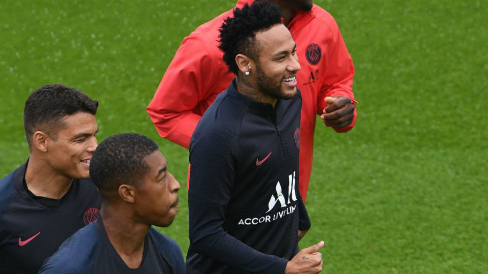 Barcelona to Make Loan Offer for Neymar