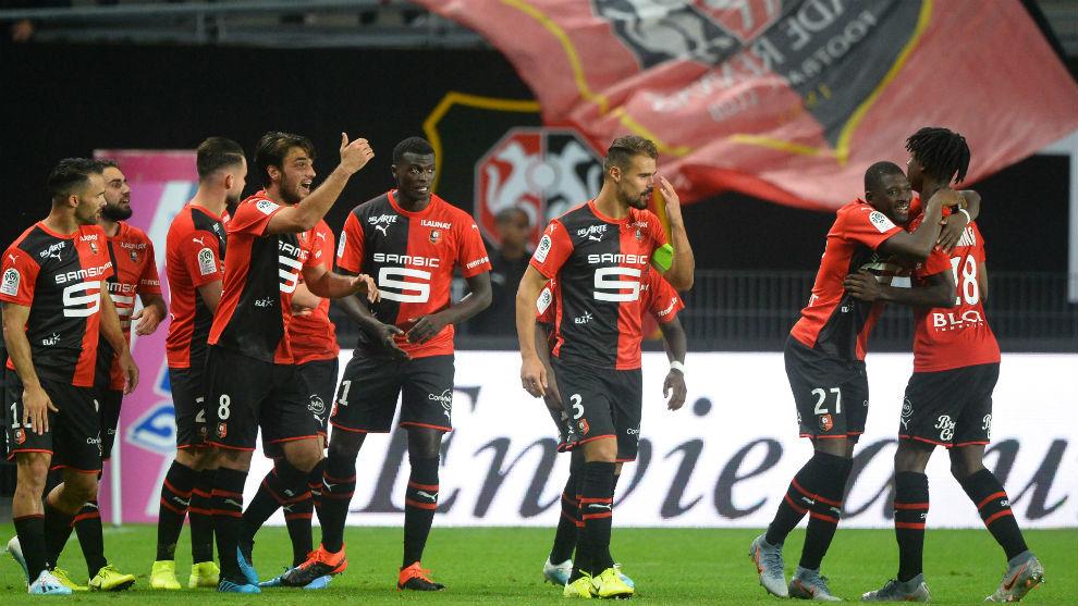 Los jugadores del Rennes celebra el gol de Del Castillo.