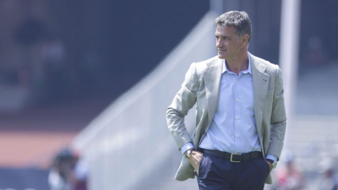 González observa un partido.