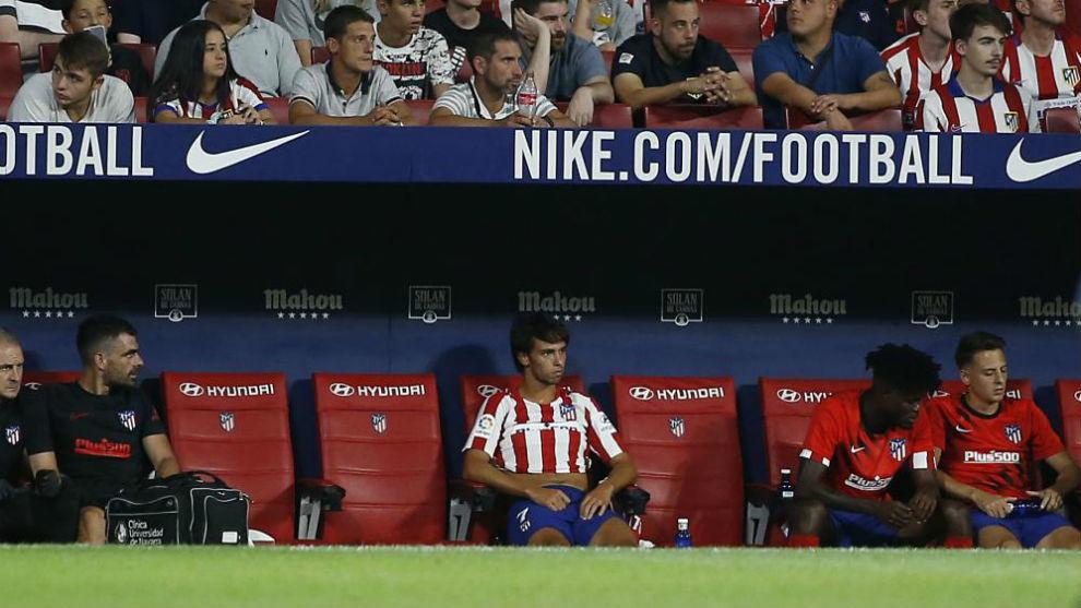 Joao Félix, en el banquillo.