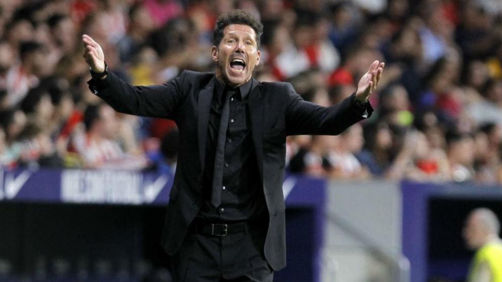 Simeone anima durante un momento del partido ante el Getafe.