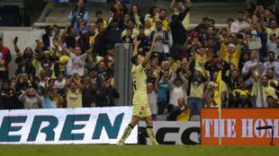 Nico Benedetti celebrando un gol con el América.