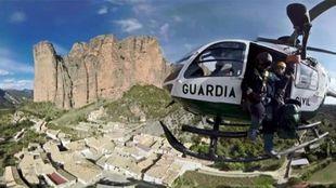 (ARCHIVO) La Guardia Civil, durante una operación en los Mallos de...