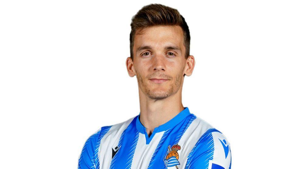 Diego Llorente, con la nueva camiseta de la Real.