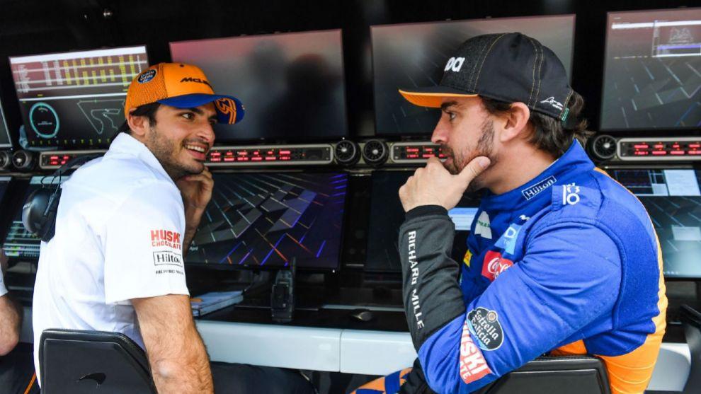 Carlos Sainz y Fernando Alonso en los test de Bahrein.