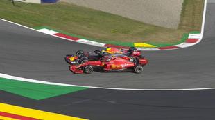 Verstappen supera de forma agresiva a Leclerc en el GP de Austria...