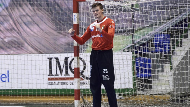El portero internacional del Logroño Sergey Hernández /