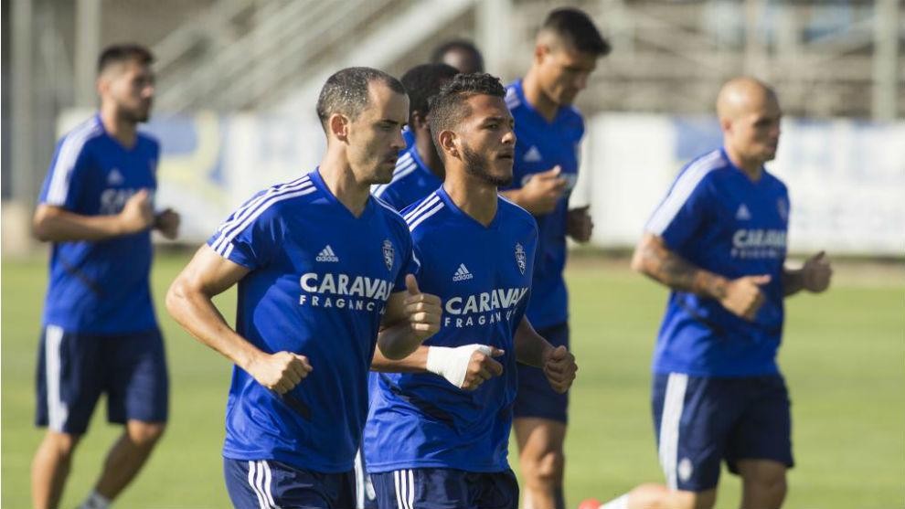 Linares se ejercita junto a Luis Suárez.