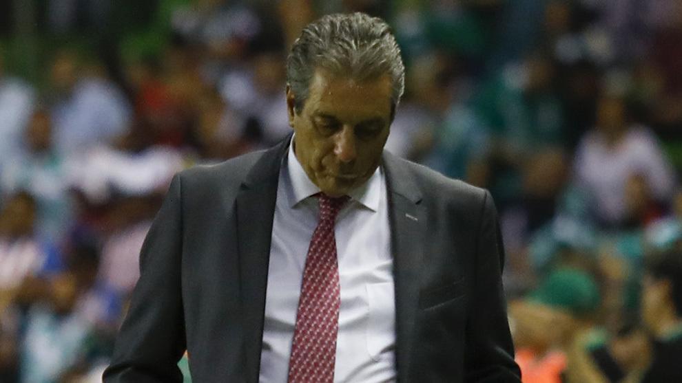 Tomás Boy mantendrá a Oribe Peralta como titular en Chivas