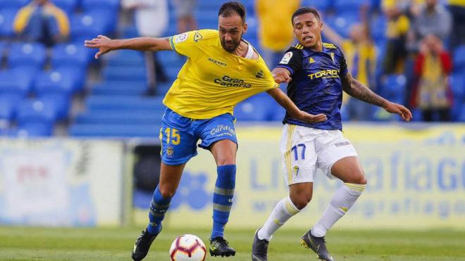 Deivid disputa un balón durante un partido de la UD Las Palmas.