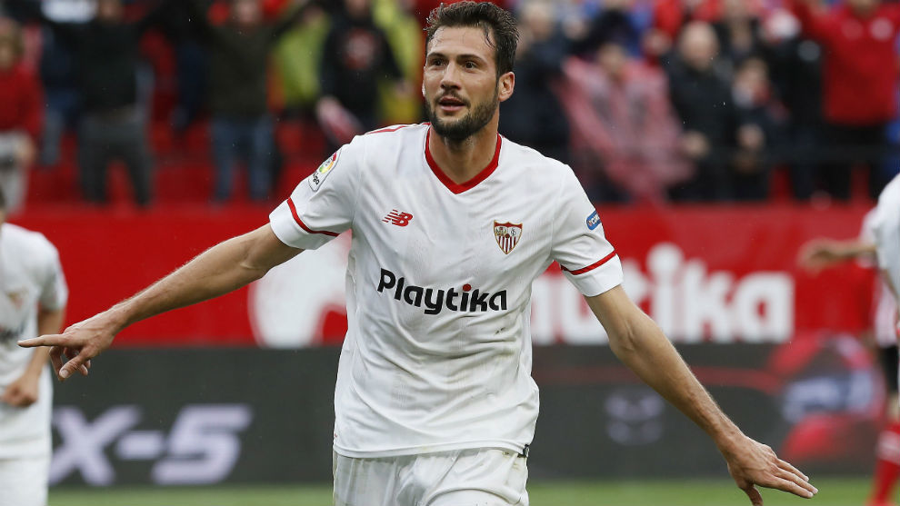 Franco Vázquez (30) celebra un gol con el Sevilla.