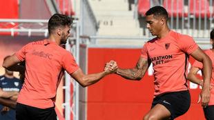 Sergi Gómez (27) y Diego Carlos (26), en un entrenamiento del...