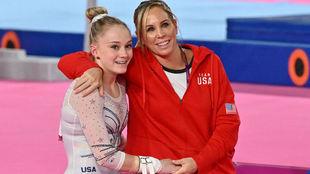 La entrenadora Maggie Haney, con la gimnasta  Riley McCusker