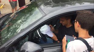 Rodrigo signed autographs for fans