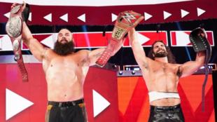 Seth Rollins & Braun Strowman celebrando con los cinturones