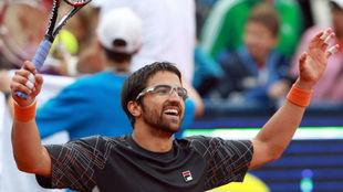 Tipsarevic levanta los brazos