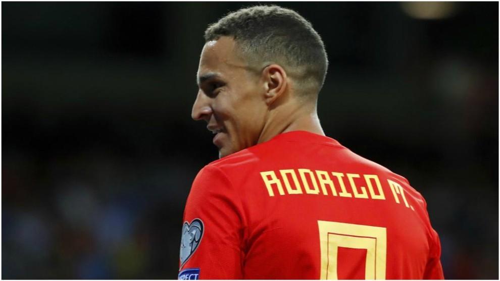 Rodrigo durante un partido con la Selección española